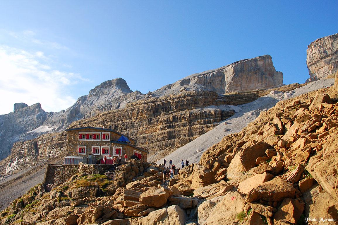 Randonnée Refuge des Sarradets 2587m et Brèche de Roland 2807m