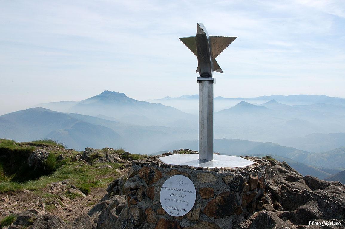 Randonnée pics d'Erroilbide 836m, Txurrumurru 826m et Irumugarrieta 806m