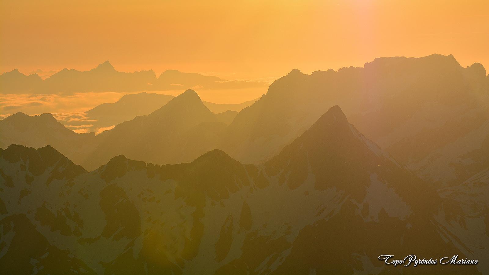Coucher-de-soleil-depuis-le-Vignemale-3298m_054