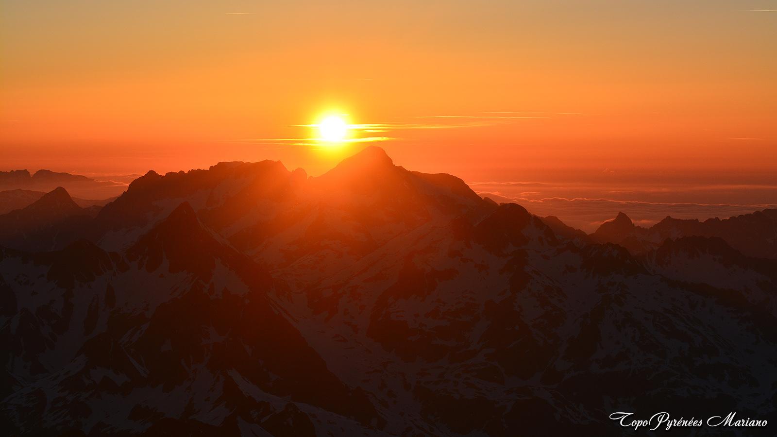 Coucher-de-soleil-depuis-le-Vignemale-3298m_109