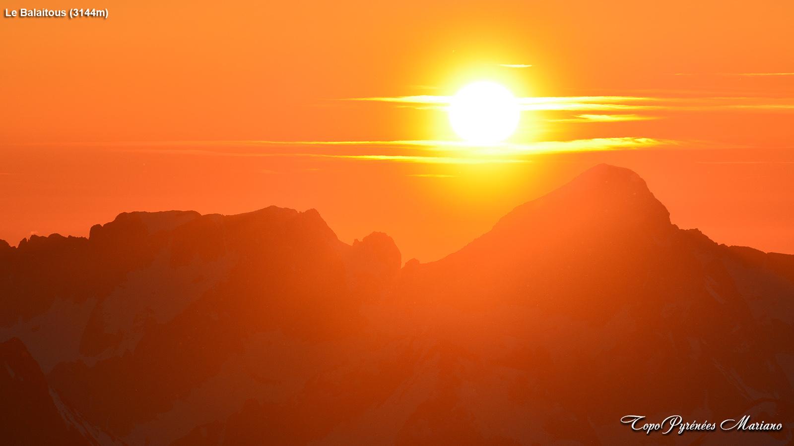 Coucher-de-soleil-depuis-le-Vignemale-3298m_110