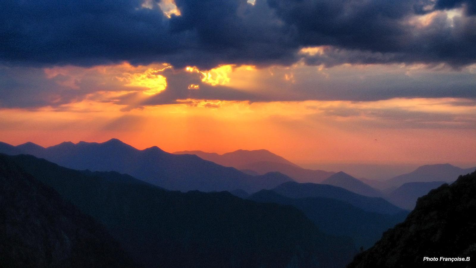 Bivouac au refuge des estagnous 2246m les topos - Les bronzes bonsoir nous allons nous coucher ...