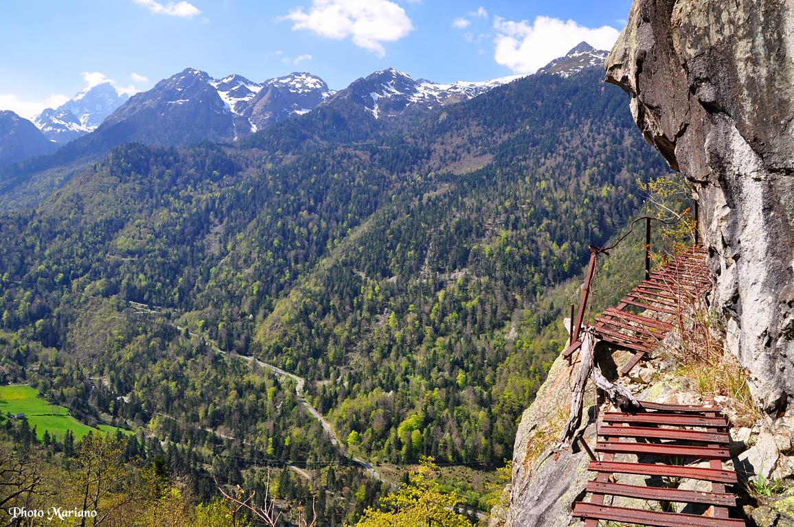 Randonnée à la Grotte des Eaux-Chaudes 1000m par le sentier des fenêtres