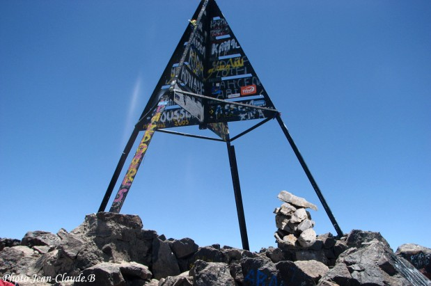 Cairn-du-Monde-Sommet-Toubkal-haut-Atlas-Maroc