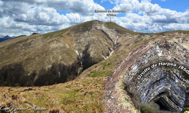 Grotte d'Harpea (850m) et Mendizar (1319m) depuis le col d'Erozaté